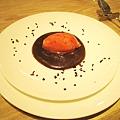 我的甜點:草莓雪酪佐融岩巧克力