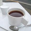 阿薩姆紅茶500日圓,表現中規中矩。三口就喝完了,是要逼我再點一杯嗎?