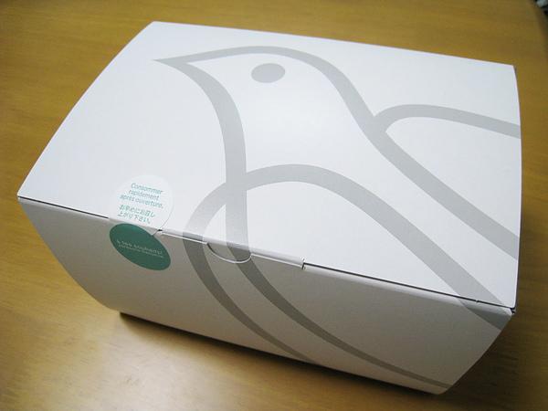 鴿子圖案的外帶紙盒質感不錯