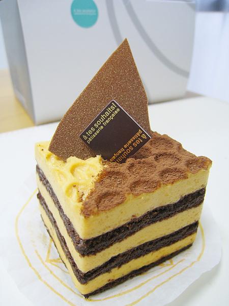 焦糖巧克力蛋糕(Pavé Breton/パヴェ・ブルトン),420日圓,有種吃焦糖布丁的微妙口感,大白認為跟其他幾樣比起來太普通,我覺得還滿耐吃