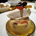 Diplomate(ディプロマット),綜合乾果烤布丁,600円。布丁口感紮實,不是滑嫩的那種。