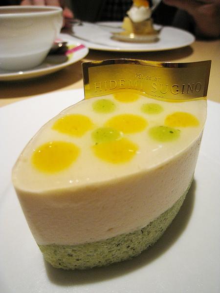 Neo(ネオ),白起司芒果杏桃羅勒幕斯蛋糕,650円。