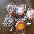 2010/4/18外帶的常溫甜點:馬德蓮、費南雪、檸檬磅蛋糕、巧克力李子乾小蛋糕、椰子鳳梨小蛋糕