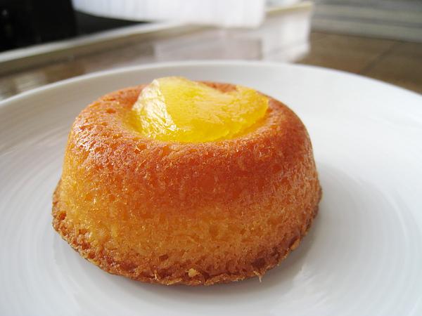 椰子鳳梨小蛋糕,略微濕潤的蛋糕體很討喜