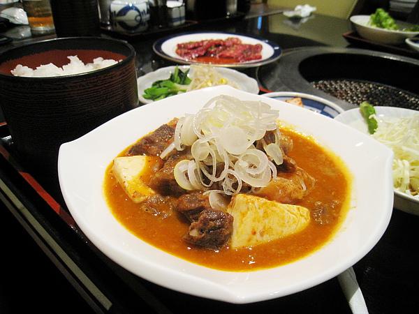 百吃不膩的蔥花豆腐燉牛肉