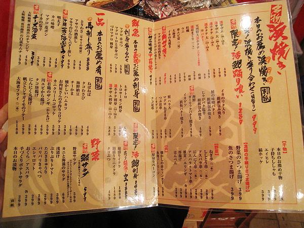 密密麻麻的menu,餐點價格多半都很便宜