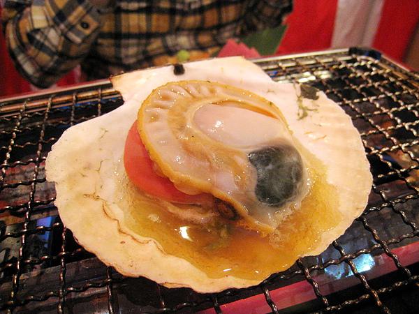 烤帆立貝(活ホタテ),399日圓,挺新鮮