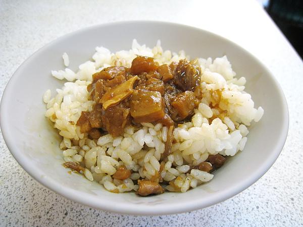 飯煮的有點乾,我喜歡略帶黏性的日本米,最後只吃了半碗