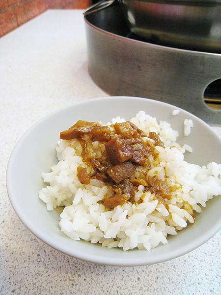 免費的肉燥飯滋味普通,問題不在肉燥,而是我不太喜歡這家米飯的口感