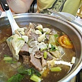 幸好牛雜鍋和牛肉湯底非常銷魂,連一向不太敢吃內臟類的大白也叫好,下次如果再光顧,我會專攻牛雜