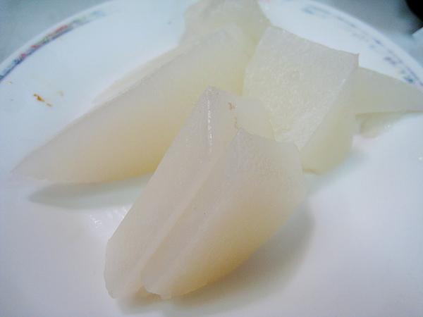 加點的白蘿蔔,在白盤子上好難拍
