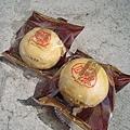 大白買了滷肉和蛋黃口味的綠豆椪,回台北又加買了一大盒鳳梨酥