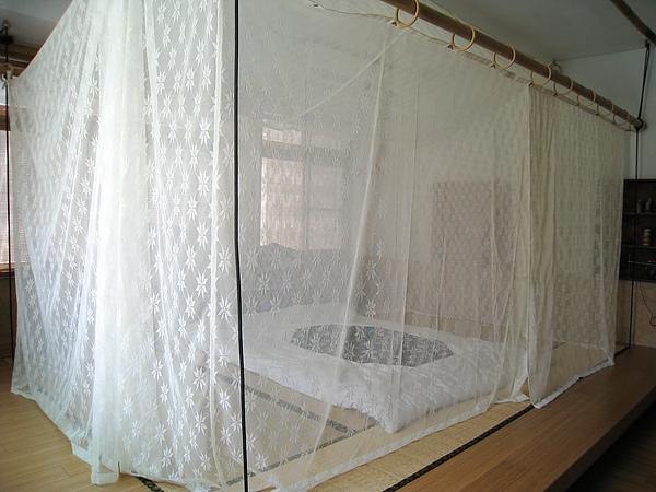 四樓是臥房,足以容納五人的榻榻米通舖