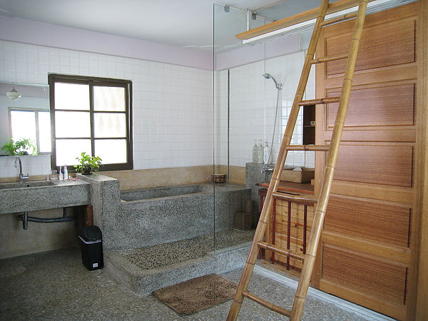 白天的浴室