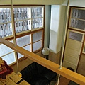 在空中小書房往下看客廳
