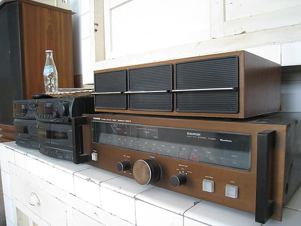 老式音響收音機,旁邊還有CD Player