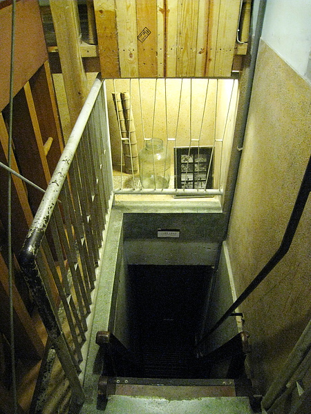 從上往下看樓梯更恐怖