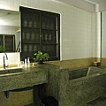 大白愛煞這個磨石子浴缸,在訪客留言本上還盛讚一番
