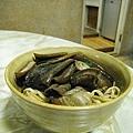有天晚餐外帶了阿江的乾炒鱔魚意麵,好吃