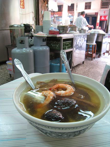 60元的香菇飯湯也頗大一碗,料和飯都很多,可以當成正餐吃飽了