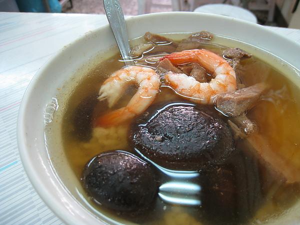 香菇湯飯聽說可以要求飯少一點、湯多一點、要加或不要加什麼料,有各種變化版本