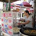 國華路友愛街口有兩家白糖粿攤,網友推薦我這家比較好吃