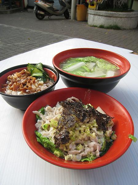 我們點了汕頭魚麵、魚冊湯、肉燥飯