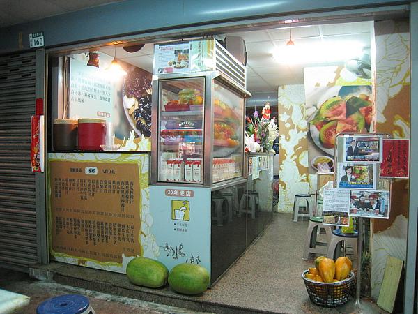 民生路上除了義成和裕成水果店,網友也推薦我這家「冰鄉」