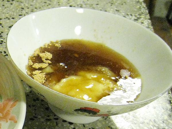 老山薑+甘草粉+糯米醬油膏+細砂糖=甜鹹中帶辛辣味的「海山醬」