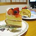 飯後甜點,大白媽在附近甜點店買的蛋糕