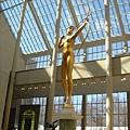 大都會博物館中庭的雕塑