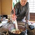 阿嬤會幫忙煮火鍋,不需要客人動手