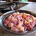 煮雞肉火鍋用的雞肉,有各種部位。蔬菜豆腐之類的配料另有一大盤我忘了拍