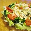 大白媽拿手的馬鈴薯沙拉,配炸雞塊吃有去油解膩之效