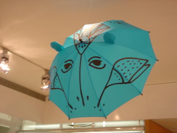 連河馬造型傘都有,差點就買回家