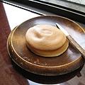 外層餅皮混入糯米,口味略近車輪餅,但外皮口感更Q彈,介於麻糬皮和麵粉餅皮之間