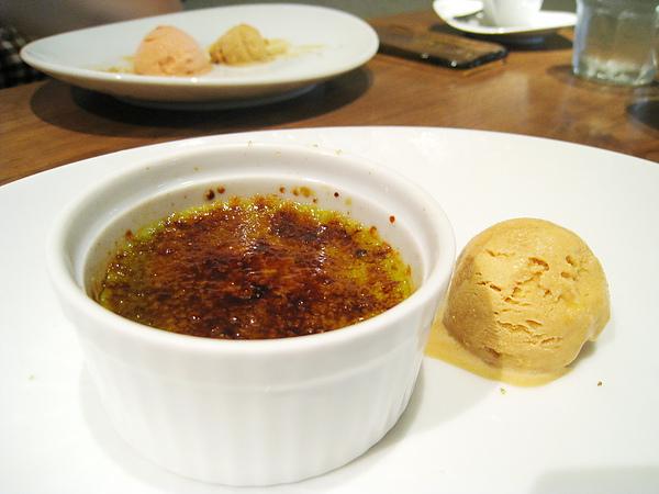 我的甜點:青汁口味烤布蕾和黃豆粉冰淇淋
