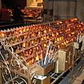 聖派區克教堂裡的祈願蠟燭,好像台灣廟裡的香爐