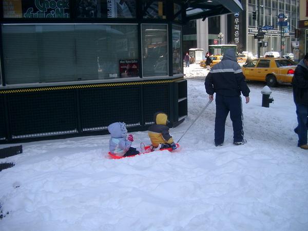 在街上也可以坐雪橇