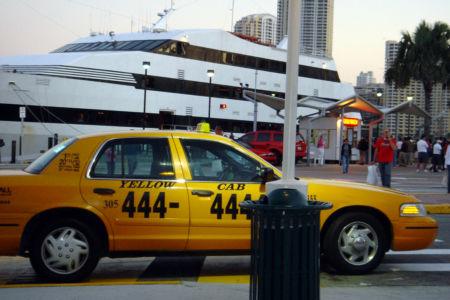 這不是紐約,是邁阿密的計程車,好一個連七「四」。