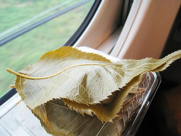 鶴屋壽的嵐山さ久ら餅,應該是我吃過最美味的櫻餅了