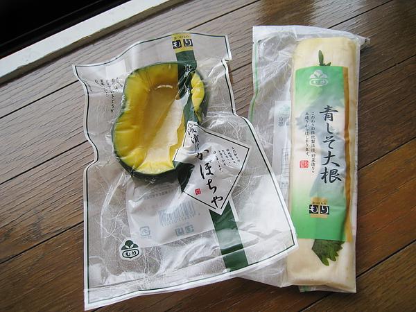 在京都車站又隨手買了もり的紫蘇大根漬和南瓜漬物