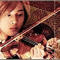 花澤類拉小提琴.jpg