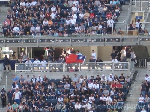 11=看球賽太入迷,國旗反了都不知.JPG