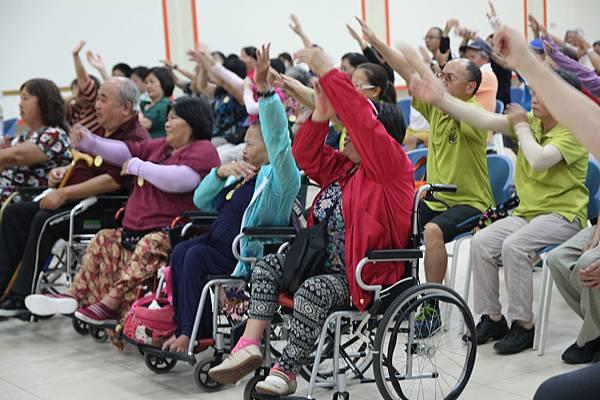 歡迎會-身障朋友熱情參與.JPG