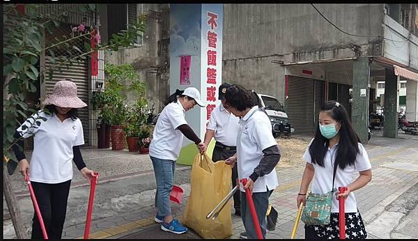 草屯鎮團委會-太清宮及周邊道路清掃過程 (1).jpg