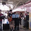 透過樂團以音樂的形式傳達正面的力量鼓勵青年朋友.JPG