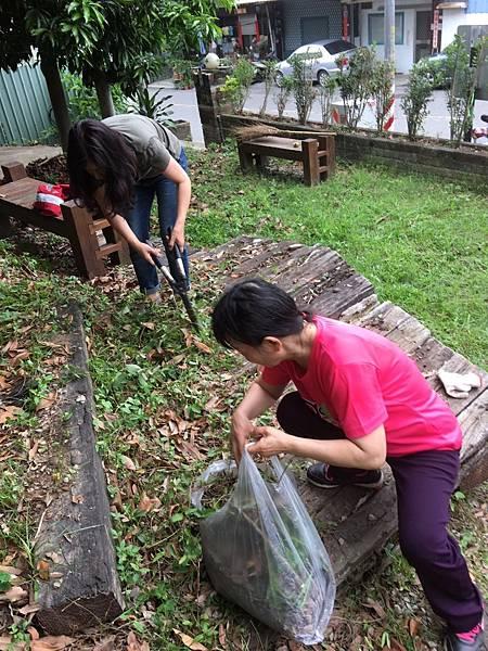 527社區環境清潔公益活動_170705_0039.jpg