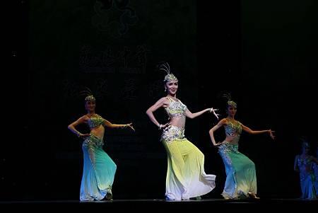 女子傣族舞蹈-1.jpg