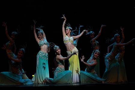 女子傣族舞蹈-2.jpg